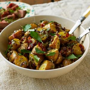 rostad-potatissallad-med-bacon-och-senapsfron
